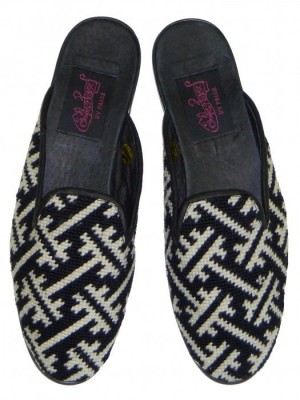T7016 Black and White Geometric Needlepoint Mule