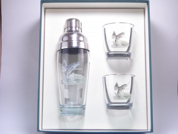 Trout, Cocktail Shaker Set w/2 Tapered Old Fashioned, Gift Boxed - Click Image to Close